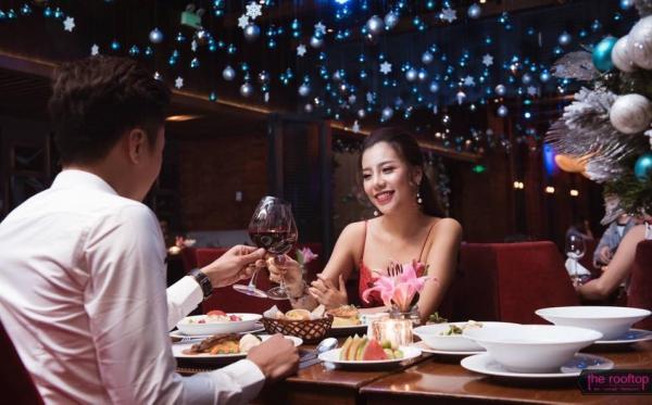 Lễ hội Giáng Sinh đặc biệt tại The Rooftop Bar 83B Lý Thường Kiệt